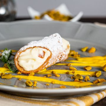 Cannoli di ricotta con canditi in salsa inglese al sapore di pistacchi – chef Bruno Barbieri