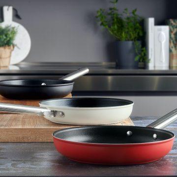 Nuova linea Cookware firmata Smeg