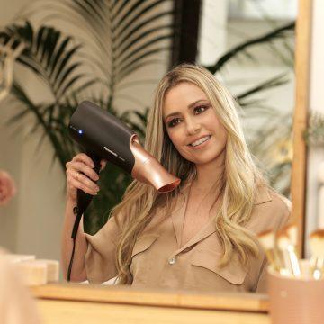 Martina Stella, testimonial della nuova gamma Panasonic Hair