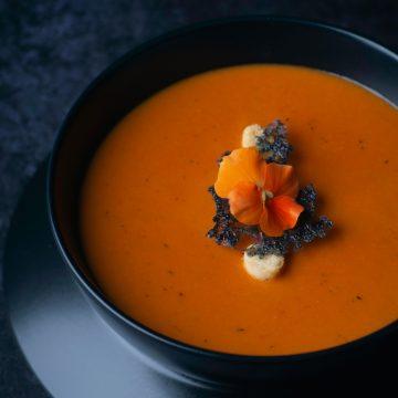 Zuppa di carote e coriandolo con zenzero: vegana e gluten free