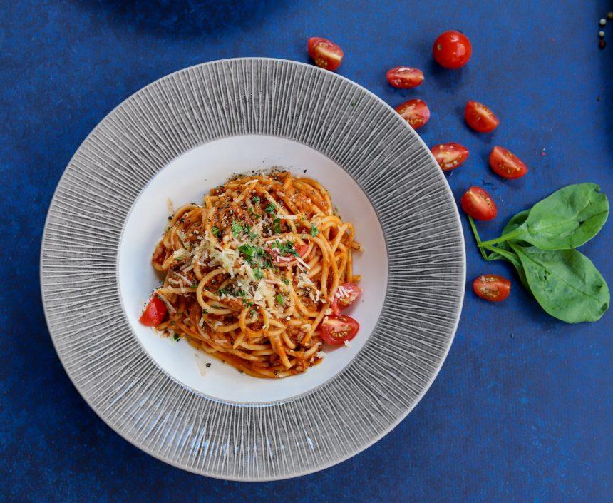 Spaghetti in padella con nduja, finocchi e olive