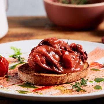 Polpo alla luciana in umido rosso e pane bruschettato (2)