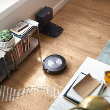 iRobot Roomba® j7+ con Genius™ Home Intelligence 3.0